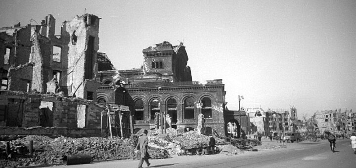 Photo showing bomb-damaged Berlin, 1945